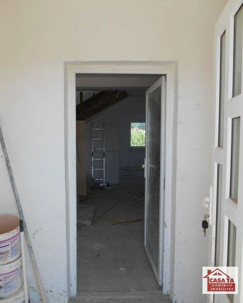 Vila P+M,4 cam,2 bai,150 mp,nefinisat int.650 mp teren,Aroneanu