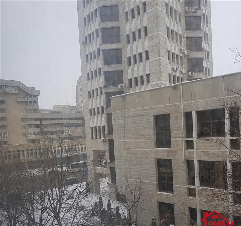 Apartament 3 camere de vanzare Centru