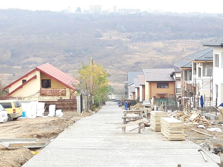 Vila single 126 mp, canalizare, acces pe drum asfaltat