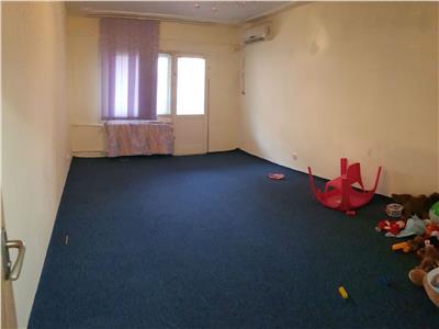 Apartament 3 camere de vanzare Mircea Cel Batran