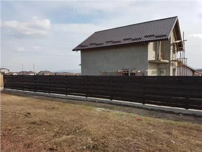 Casa individuala spatioasa, la asfalt, zona Podis Beldiman